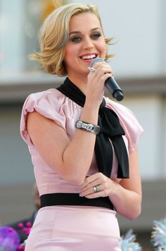 Google Image Result for http://www.haveagreathairday.co.uk/wp-content/uploads/2009/01/Katy-Perry-Hair-Cropped.jpg