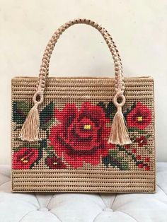 Canvas bag models – Stacha Styles – Keep up with the times. Plastic Canvas Stitches, Plastic Canvas Crafts, Plastic Canvas Patterns, Diy Handbag, Diy Purse, Crochet Handbags, Crochet Purses, Broderie Bargello, Embroidery Purse