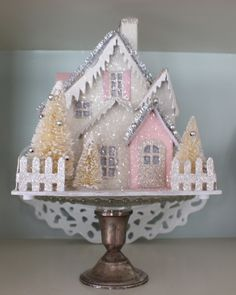 Decorating with Vintage Christmas Houses - Vintage American Home Vintage Christmas Crafts, Retro Christmas Decorations, Shabby Chic Christmas, Farmhouse Christmas Decor, Noel Christmas, Christmas Paper, Diy Christmas Ornaments, Christmas Ideas, Christmas Glitter