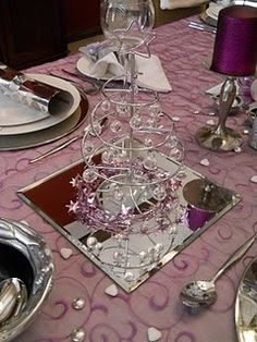 Christmas table decorations - Click image to find more Home Decor Pinterest pins