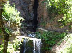 L'Abîme de Bramabiau, site naturel classé, constitue un exemple frappant de l'action de l'eau sur la roche Dame Nature, Borgne, Waterfall, Photos, Social Media, Action, Outdoor, Gardens, Tourism