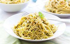 """Kein Essen nach 18 Uhr, wenig #Fett, keine Kohlenhydrate: #Tipps wie diese hat jeder schon einmal gehört, der ein paar Kilo #abnehmen will. Doch vor allem der Verzicht auf #Brot und #Nudeln fällt vielen Menschen schwer. Deswegen hier mal eine gute Nachricht: Laut einer neuen Studie vom italienischen """"Neuromed Institute"""" sind nicht alle #Kohlenhydrate tabu, vor allem #Pasta muss nicht vom Speiseplan gestrichen werden – doch ein paar Regeln und Ausnahmen gibt es. #Diät"""