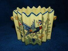 Jolie vase ancien en forme de cache pot en Desvres / Fourmaintraux Courquin