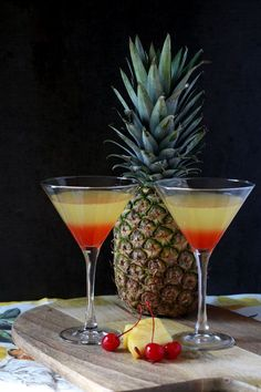 Inspo from our friends! Bikini Martini with coconut rum,vodka, pineapple juice and grenadine Fancy Drinks, Bar Drinks, Summer Drinks, Cocktail Drinks, Alcoholic Drinks, Vodka Cocktails, Beer Margaritas, Easy Juice Recipes, Alcohol Recipes