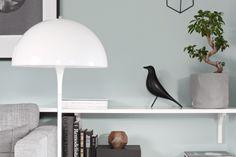 Comment choisir le bon vert pour ses murs ? - Decocrush Home Salon, Decocrush, Decoration, Dining Room, Table Lamp, Lighting, Inspiration, Design, Home Decor