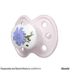 fopspeentje met blauwe bloem