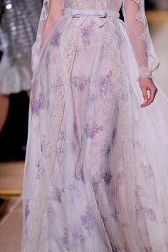 Valentino Haute Couture Spring 2012. Pubblicato da Stefania Both the sleeves and skirt are perfect but I imagine a princess seam (? of ?)