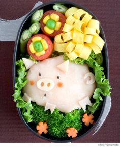 Are you wondering what's inside the piggy? It can be anything your kids like such as mashed potatoes, spaghetti, or a rice ball!