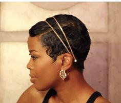 For this episode of her hit DIY hair series, Mane Taming, actress Malinda Williams shows you have to steal a red carpet ready look: effortless waves with pretty accessories. WATCH: Mane Taming #14-…