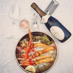 """Mi piace"": 41, commenti: 1 - Camavitè (@camavite) su Instagram: ""#camavitè & #darapri! . . #bestlunchever 🐙🦀🦑🦐 . . #scampi #prawns #gargano #oyster #sparklingwine…"""