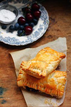 BAYADERKA- food recipes and photos. Blog kulinarny. pomysły na ciasta, desery i inne.: Ciastka francuskie z jagodami i serem