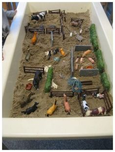 Farm Sand Table Idea - Farm to Market Preschool Theme Toddler Fun, Toddler Crafts, Crafts For Kids, Sensory Boxes, Sensory Table, Farm Activities, Preschool Activities, Sand Table, Barn Wood Crafts