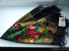 Brand-Pavlovo-Posad-100-Woolen-Shawl-with-Silk-Fringe-Authentic-Russia
