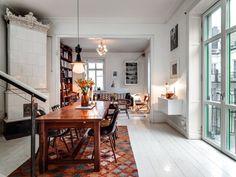 Rustik vindsvåning i Stockholm, matrummet. Se alla bilder på bohemianhome.se Rustic loft in Stockholm, dining room. See all pictures at bohemianhome.se