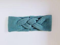 Litt mere garnslanking er unnagjort og denne gangen ble det ett pannebånd med en flette som gjør ... Knitting Charts, Knitting Patterns, Yarn Crafts, Diy And Crafts, Knit Crochet, Crochet Hats, Knitted Headband, Dear Santa, Headbands