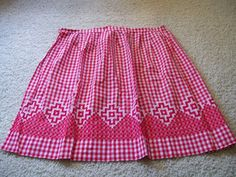 Vintage Half Apron with Red and White Chicken Scratch Embroidery made with Red and White Gingham fabric. with one pocket. This apron measures Gingham Fabric, Blue Gingham, Gingham Check, Chicken Scratch Patterns, Chicken Scratch Embroidery, Aprons Vintage, Vintage Sewing, Lace Embroidery, Cross Stitch Embroidery