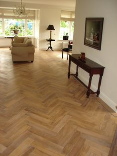 Wood Flooring Uk, Refinishing Hardwood Floors, Engineered Wood Floors, Best Flooring, Wooden Floor Tiles, Wood Floor Design, Home Room Design, House Design, Planchers En Chevrons