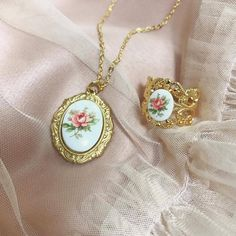 Discovered by ℓυηα мι αηgєℓ ♡. Find images and videos about beautiful, vintage and lovely on We Heart It - the app to get lost in what you love. Bijoux Piercing Septum, Piercings, Cute Jewelry, Jewelry Accessories, Princess Aesthetic, Accesorios Casual, Mode Style, Jewelery, Girly