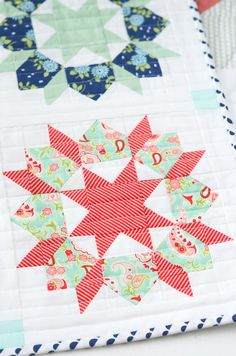Mini Swoon Quilt Pattern by Camille Roskelley por QueenBeeFabrics