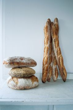 crusty bread and baguette Pan Bread, Bread Baking, Artisan Boulanger, Food Styling, Rustic Bread, Gula, Our Daily Bread, Bread And Pastries, Artisan Bread