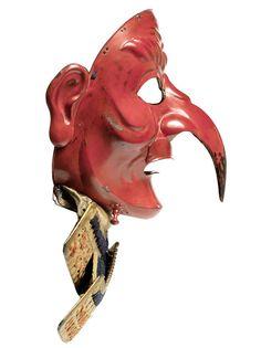 Red Tengu Somen (mask) Mid Edo Period, century By Geishu Myochin Kiyoyoshi, The iron mask forged in one piece with the beak and ears riveted on, beneath the chin are two otayori no kugi,. Samurai Helmet, Samurai Weapons, Samurai Armor, Demon Haunted World, Cosplay Helmet, Oni Mask, Blue Mask, Beautiful Mask, Edo Period