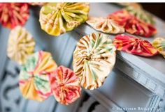 yo-yo garland....this would be so cute in Christmas colors for the tree with handmade ornaments....better get busy, if I'm going to get it done in time.