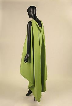 Dress, House of Balenciaga (French, founded silk, French Balenciaga Vintage, Balenciaga Dress, African Attire, African Dress, Beautiful Dresses, Nice Dresses, Chic Over 50, Elegant Outfit, Look Fashion