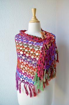 Het gratis haakpatroon voor de 'Fairy Winterbloemen Shawl' is klaar. Ik heb het helemaal uitgeschreven voor jullie. Veel plezier met het haken van deze omslagdoek / shawl. – Haakpatroon voor een grote opengewerkte shawl met ingewerkt winterbloemenpatroon. Je kiest zelf de grootte van je shawl, door meer of minder herhalingen van het patroon te maken. …