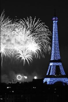 the of July fireworks at the Eiffel Tower in Paris - except we were stuck in the subway, wall to wall with people! Torre Eiffel Paris, Paris Eiffel Tower, Image Paris, Fireworks Pictures, Color Splash Photo, Paris 3, Paris France, Paris 2015, Paris Wallpaper