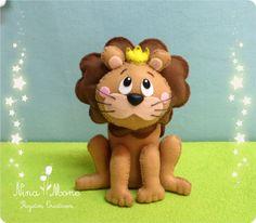 Rei Leão feito em feltro.  Ideal para decoração de mesas ou quarto.  Enchimento siliconado anti-alérgico.  Fica em pé sozinho.    (OBS.: O custo do frete é por conta do comprador)