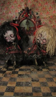 """Les Fleurs de Jade"" dolls OOAK by Julien Martinez Creepy Art, Weird Art, Mark Ryden, Art Sinistre, Scary Dolls, Living Dead Dolls, Haunted Dolls, Zombie Art, Gothic Dolls"