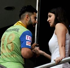 Virat Kohli and Anushka Sharma spotted having candid conversation (Photos)