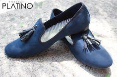 Loafers hechos en México azul marino diseño con moño campana $699 de venta exclusiva en Tiendas Platino  www.tiendasplatino.com.mx www.facebook.com/tiendaplatino #HechoenMexico #Loafers #LoafersMexico #Slippers #SlippersMexico #Modamexicana #menstyle #mensfashion #modahombres #calzadomexico #mexico #ropamexicana #menswear #men #calzado #Platino #Cassiusshoes  #TiendasPlatino #fashion #shoes #menstyle #menshoes #style #look