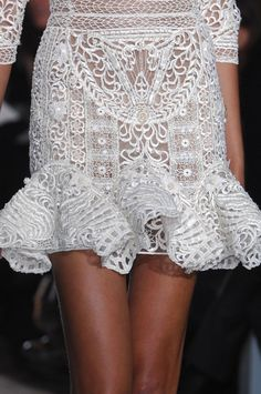 white lace- Zuhair Murad Couture Spring 2013 by TamidP Fashion Details, Look Fashion, Runway Fashion, Womens Fashion, Fashion Design, Fashion Trends, Couture Details, Zuhair Murad, Mode Chic