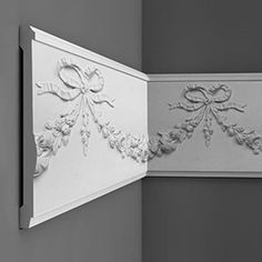 High, classic panel moulding lavishly embellished with flowers and bows. Match with and ceiling rose. Panel Moulding, Crown Molding, Flat Interior, Interior Design, Orac Decor, Free Catalogs, Ceiling Rose, Ceiling Design, Decorating Blogs