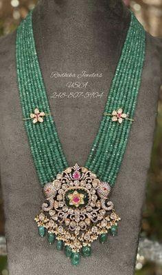 Beaded Jewelry Designs, Jewelry Design Earrings, Gold Earrings Designs, Bead Jewellery, Gold Jewelry, Emerald Necklace, Gold Necklace, Peacock Jewelry, Gold Pendants