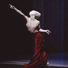 Shen Wei solo in Folding Pose Reference Photo, Drawing Reference Poses, Drawing Poses, Shen Wei, Dramatic Arts, Contemporary Dance, Action Poses, Dance Art, Dance Photography