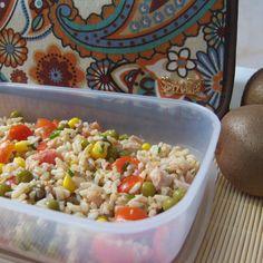 Ensalada de arroz integral. ¡Comer de tupper está de moda! #Snailbag #lunchbag #tuppertime #tupper #healthy #moda #chic #MadeInSpain #ShopOnline  http://www.snailbag.es/shop/pack-regala-snailbag/bolsa%20porta%20alimentos%20isotermica%20para%20tuppers/especial-navidad-snailbag-paisley/
