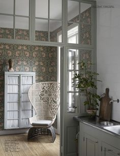 Bohemian chair and William Morris wallpaper William Morris Wallpaper, Morris Wallpapers, William Morris Tapet, Beautiful Space, Beautiful Homes, Decoracion Vintage Chic, My New Room, My Dream Home, Interior Inspiration