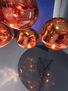 Melt pendant lamp by Tom Dixon: the light in the shape of a distorted globe with metallic finish, now available in our interior design shop! Ceiling Pendant, Pendant Lighting, Pendant Lamps, Tom Dixon Melt, Tube Led, Toms, Standard Lamps, Milan Design, Blog Deco