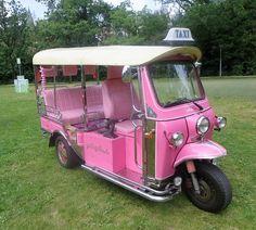 pink riksja taxi