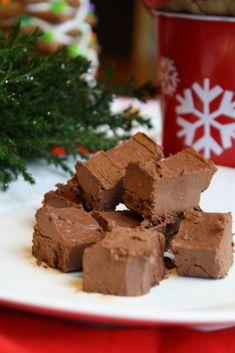 Easy Paleo Vegan Fudge #vegan #paleo #chocolate #fudge #glutenfree #dairyfree