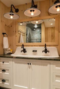 What a cool looking farmhouse bathroom!