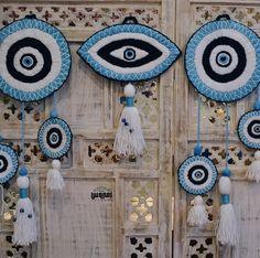 Yarn Crafts, Diy And Crafts, Paper Crafts, Evil Eye Art, Clay Fairy House, Magic Crafts, Dream Catcher Craft, Bunny Crafts, Macrame Design