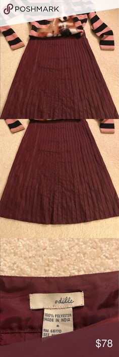 Anthropologie Odille Skirt Anthropologie Odille Maroon Skirt, piping details on front and back. Side zipper. Falls below the knee. Anthropologie Skirts Midi