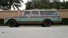 Load up the family and hit the beach! This 1968 Chevrolet Suburban screams beach theme all over the interior.  For sale here on craigslist outside of Orlando, Florida (were you guessing California?).  The asking price of $11,900 seems a... more»
