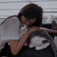Comment cat in your language. Pretty Korean Girls, Cute Korean Girl, Asian Girl, Korean Aesthetic, Aesthetic Girl, Blackpink Photos, Girl Photos, Lisa Park, Black Pink ジス