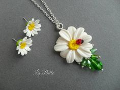 Nice kit with daisies. Cloves and pendant. I will make to order
