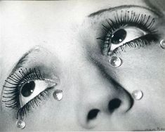 SURREALISM LECTURE Man Ray - Glass Tears, 1932 This image here displays a Surrealist element through the dreamlike characteristics of the photo. The hyperbolic spherical glass tears under the eye heighten the emotion of the image. Famous Photography, Creative Photography, Art Photography, Most Famous Photographers, Great Photographers, Alfred Stieglitz, Salvador Dali, Man Ray Photographie, Hans Richter