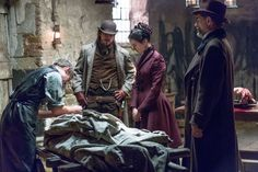 Harry Treadaway as Dr. Victor Frankenstein, Josh Hartnett as Ethan Chandler, Eva Green as Vanessa Ives and Timothy Dalton as Sir Malcolm in Penny Dreadful (season 1, episode 1). - Photo: Jonathan Hession/SHOWTIME - Photo ID: PennyDreadful_101_1183